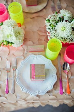 SS/13 table setting Idea-Colourful - mi piace molto questo!  Ora per avere una cena!