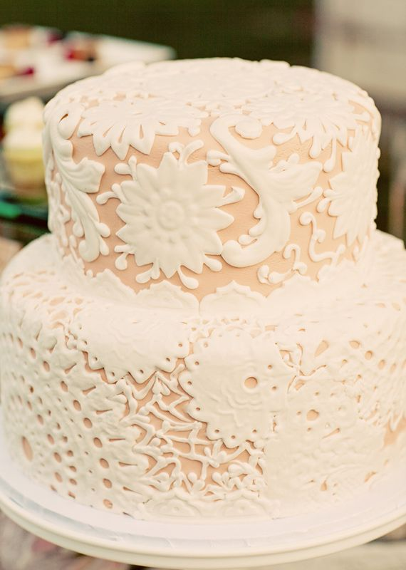 Lace wedding cake | photo by Justin Lee | 100 Layer Cake