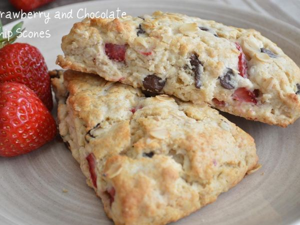 Strawberry and chocolate chip scones, Recipe by Balvinder - Petitchef