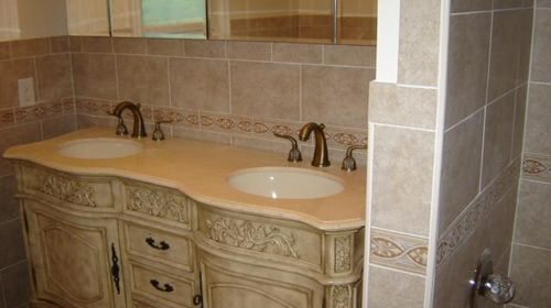 Baño De Lujo Moderno:Like the double sink Sort of like the tile shabby chic, but not quite