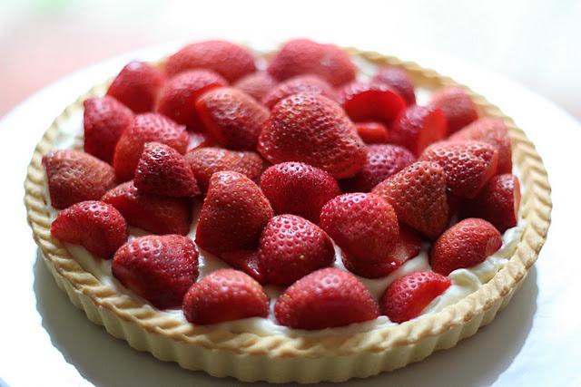 Strawberry Tart with Mascarpone Cream Cheese. I'm filing this one away ...