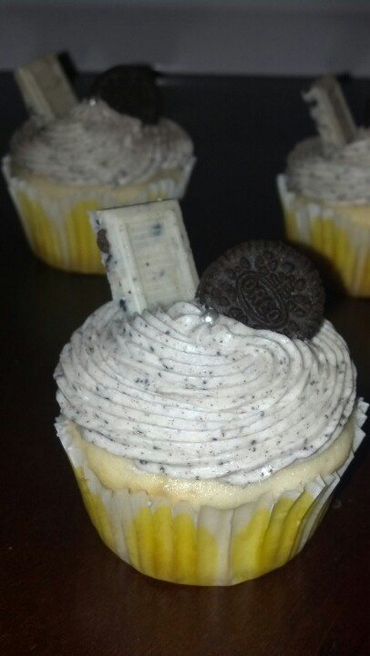 Oreo Truffle Stuffed Cupcakes With Cookies & Cream Frosting