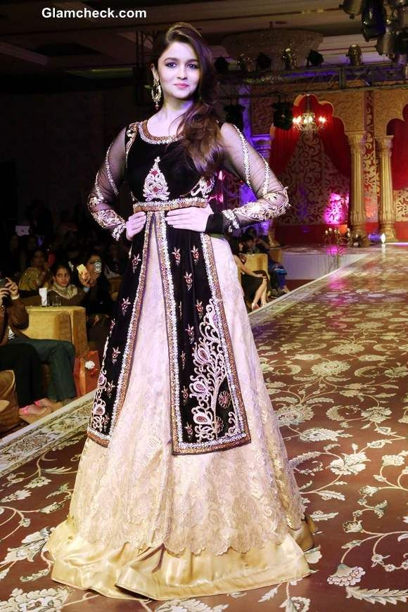 Alia Bhatt Show-stopper for Kavita and Meenu at Khwaab Bridal Couture 2013
