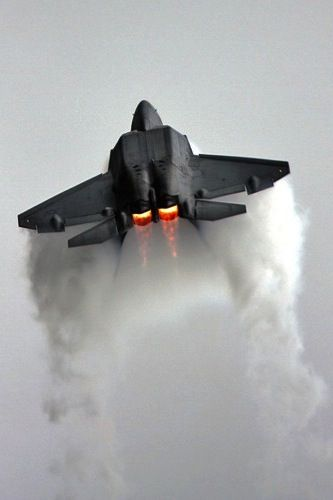 F-22 Raptor Inverted thrust Vector ripping through the sky.
