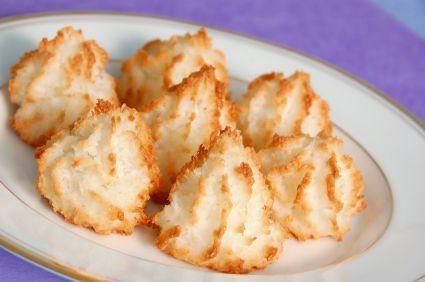 50-calorie coconut meringues | Recipes (Low Calorie) | Pinterest