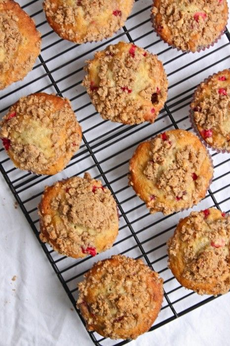 Banana Cranberry Muffins with Brown Sugar Pecan Streusel ...