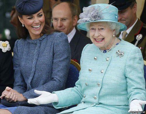 Queen Elizabeth & Catherine, Duchess of Cambridge