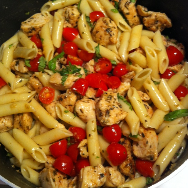 Pasta with sautéed chicken & grape tomatoes http://www.skinnytaste ...