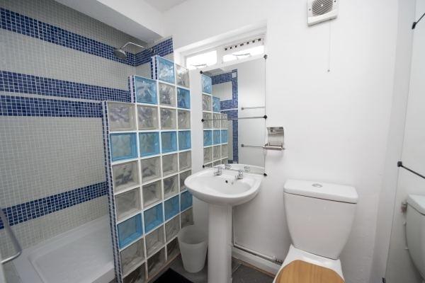 Early 2000 39 s bathroom design funny london real estate for Bathroom remodel under 2000