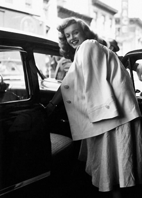 MM leaving a railroad station after presenting a women with keys to a