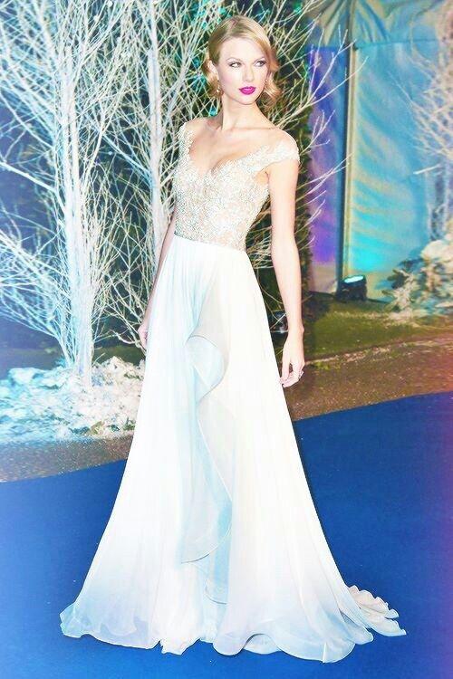 Long formal dress - Taylor Swift   Formal dresses...Long