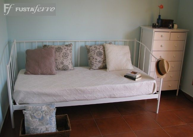 Decoracion mueble sofa toallero bano for Divan forja hipercor