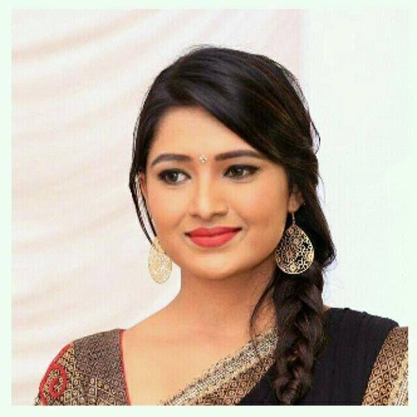Vani Bhojan Profile Vani Bhojan for Saree ...