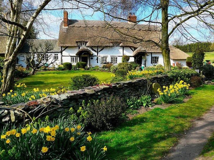 Quaint English Cottage Beautiful yet quaint english cottage Quaint English Cottages