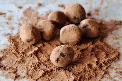 Clean Eating. Date Truffles. Recipe uses dates, cocoa and coconut oil ...