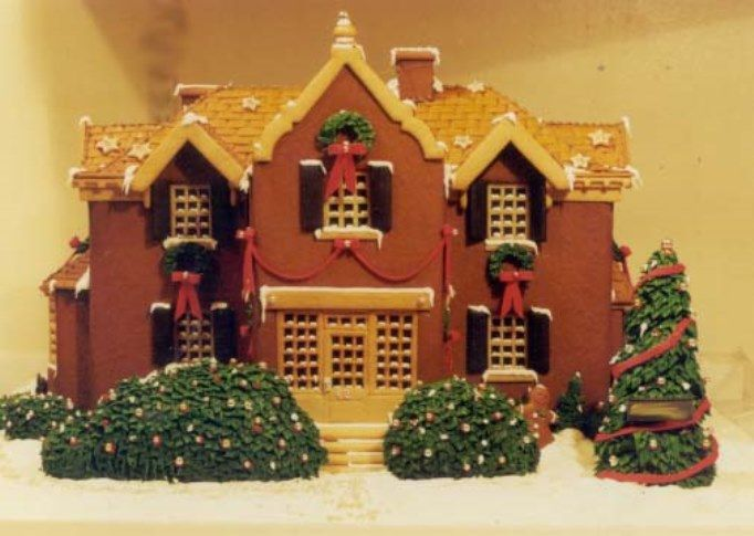How to Make a Gingerbread House | I Heart Christmas Time | Pinterest