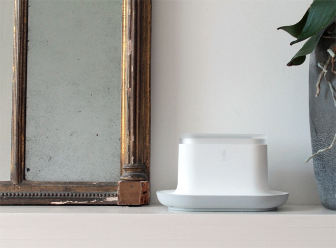 ode is a fragrance-release system designed to stimulate appetite among people with dementia. The unit releases three food fragrances a day, adjustable to coincide with the user's mealtimes.