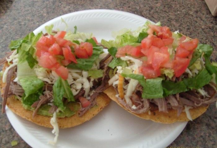 beef tostada. http://mexicraverecipes.com/2010/11/11/shredded-beef ...