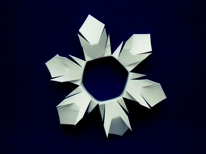 How to make snowflakes from an empty toilet paper roll for Snowflake out of toilet paper rolls