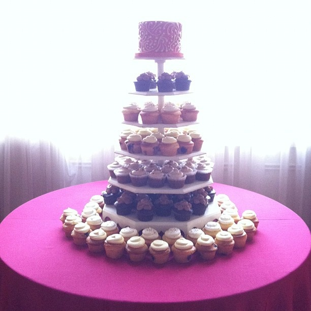 Cake With Cupcakes On Top : cupcake tower with cake on top