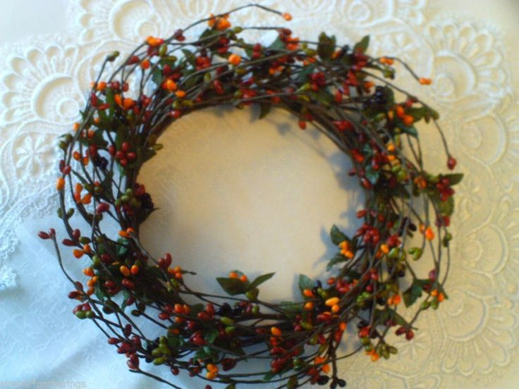 Pip berry candle ring wreath green reddish rust black gold oran