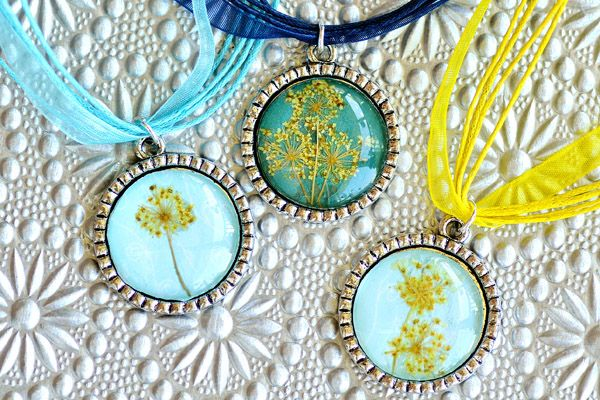 """Dried flower pendants -- easy, and """"super-inexpensive,"""" says Intimate Weddings."""