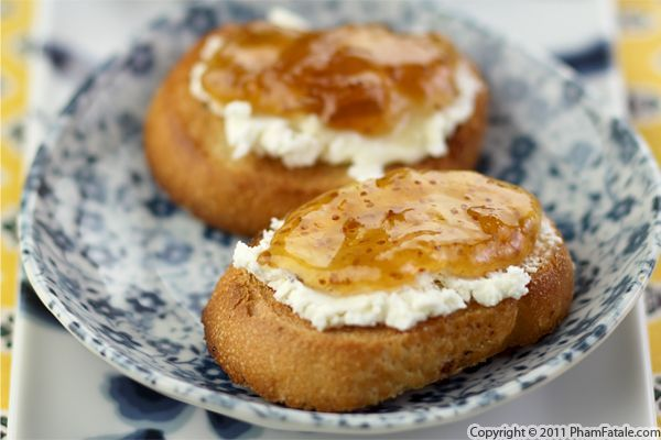 goat cheese and fig crostini 1 1-day-old baguette, cut into ½-inch ...