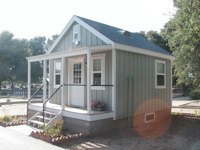 Cute cabin with porch lovely small homes and cottages for Tiny house with porch