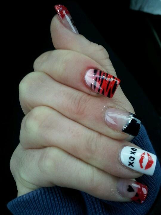 nails valentine's day design