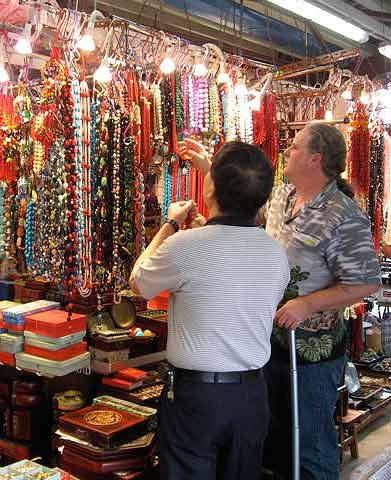 shopping in hong kong ladies market