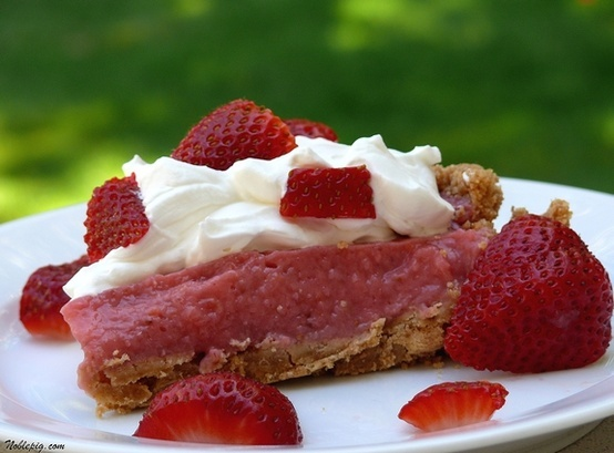 No-Bake Strawberry Cream Pie | Noble Pig | yummie desserts 2.. | Pint ...