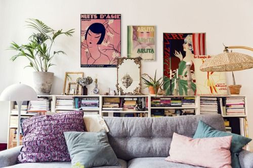 Love the colors, the prints on the wall and everything else about this room <3