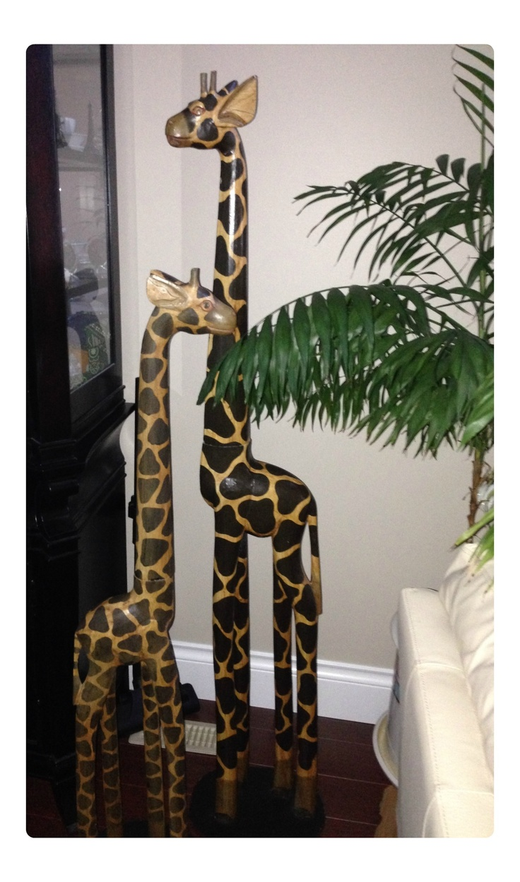 These are giraffe decorations i got for my house african for Home decor centerpieces