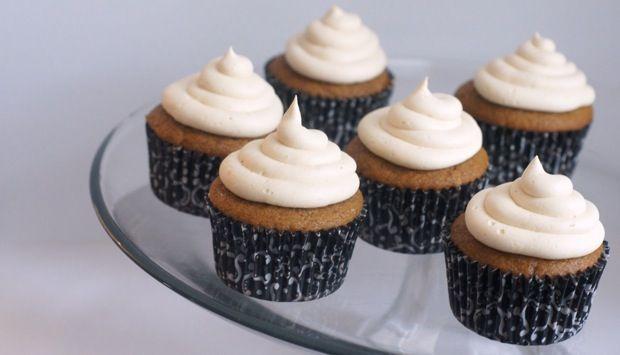 pumpkin cupcakes w/ salted caramel buttercream #desserts #recipes