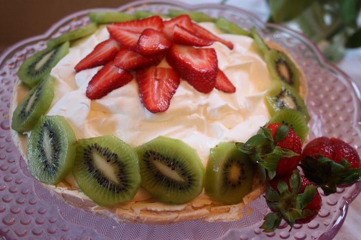 Strawberry Kiwi Pavlova -- gluten-free, light, airy and beautiful just ...