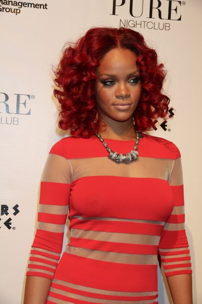 Rihannas red, curly hairstyle