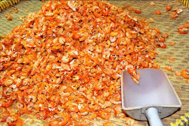 Trong chợ có bán rất nhiều loại hải sản khô
