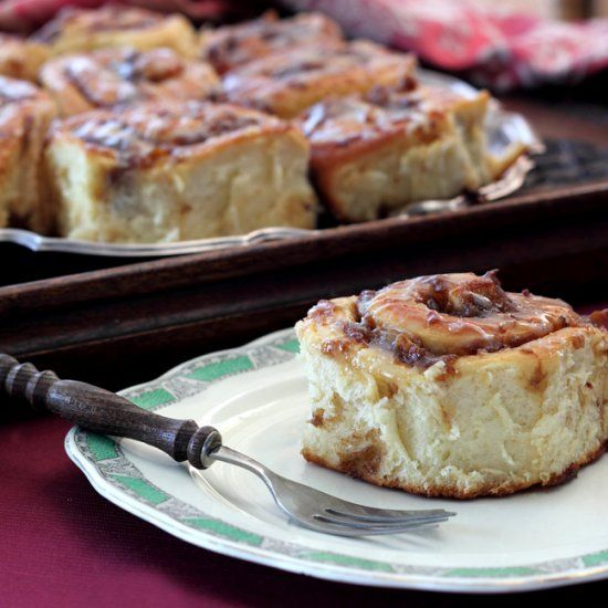 Roasted Banana Cinnamon Rolls with Maple Glaze - perfect for Sunday ...