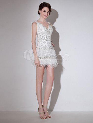Robe de mariée gracieuse fourreau ivoire col V en tulle avec plume ...