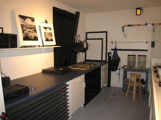 how to set up a darkroom at home