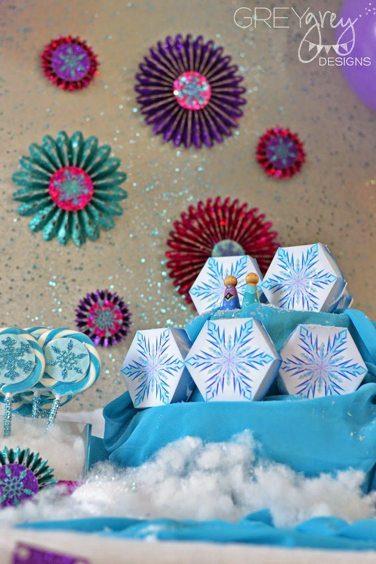 DIY medallions for Disney Frozen-themed party by GreyGrey Designs