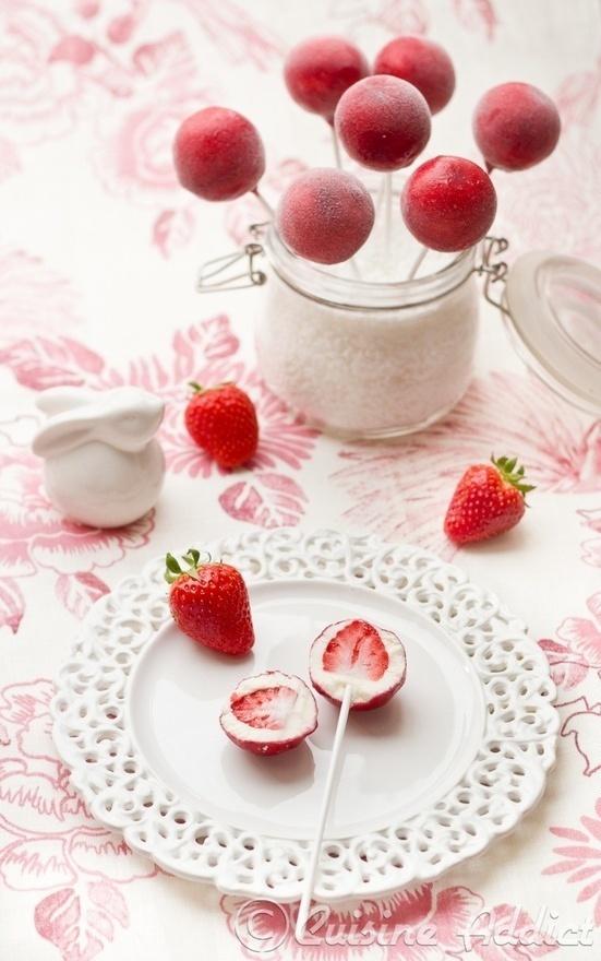 Fraises Pop Frozen yogourt   - more here: http://pinned-recipes.com