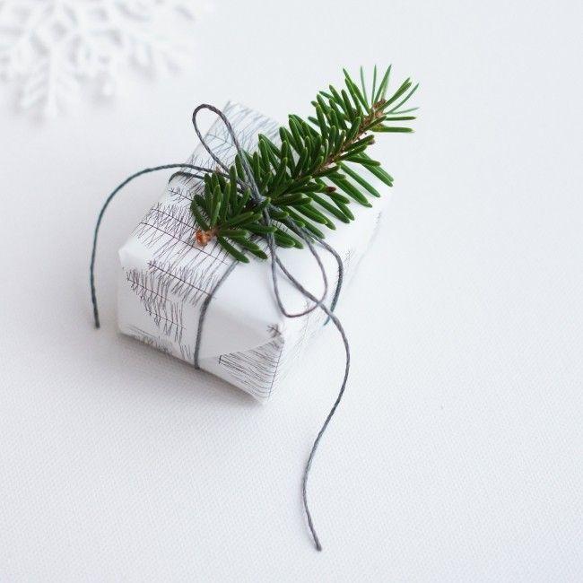 Kerstboomtakken - kerstcadeaus inpakken