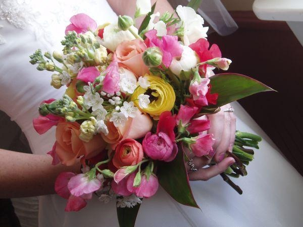 Sweet Peas Ranuculus Allium Stock And Roses By Savannah 39 S Garden