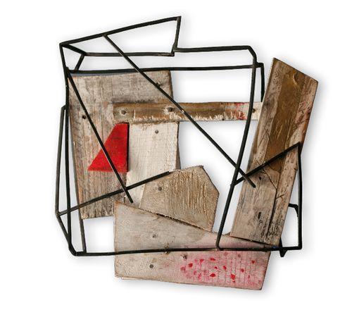 Carla Garcia - LA INGENUIDAD DE CAPERUCITA 2013 Broche madera, acrílicos, alpaca Forma parte de la colección:  Paisajes encantados