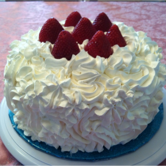 Strawberry and whip cream cake! Yummy!! | cakes cupcakes frosting | P ...