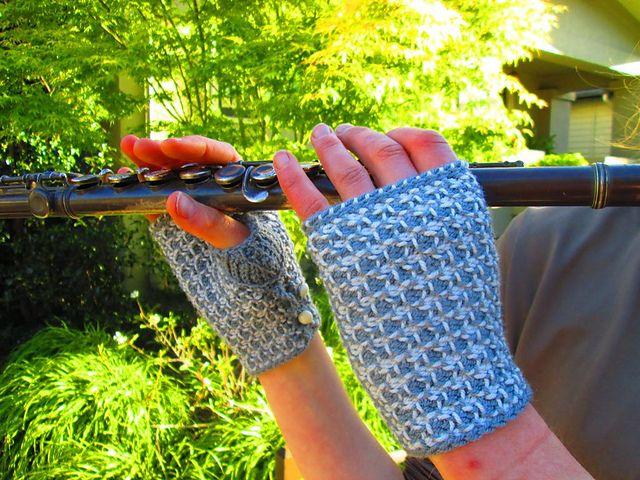 Stella Fingerless Mittens pattern by Shari Shepard