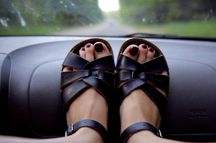 saltwater sandals :O)  via mondmelodie