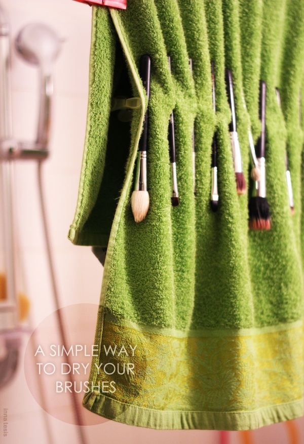 a simple way to dry brushes