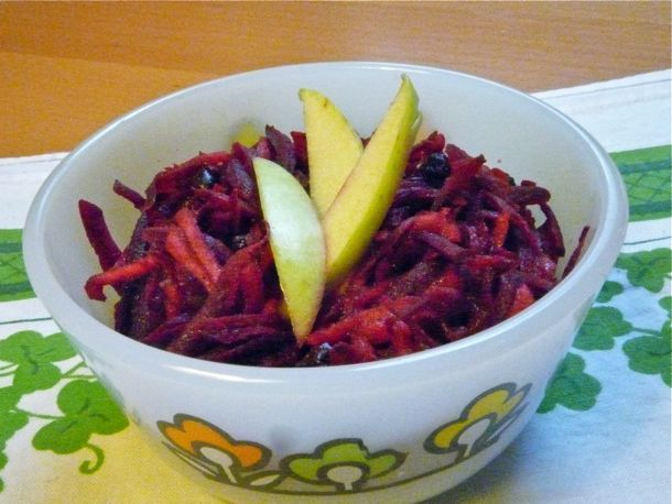 and Delicious: Shredded Beet, Apple, and Currant Salad with Apple ...